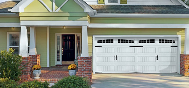 Attrayant Oak Summit® Garage Doors
